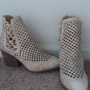 Brand new Matisse boots. Cream and pink. Size 7.5